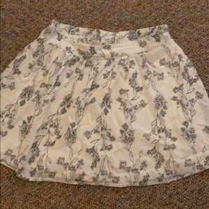 Old Navy black and cream floral skirt